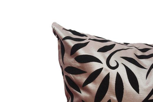 タイシルク クッションカバー  バンコク リーフ デザイン  シルバー   【Bangkok Leaf Design , Silver】 45×45cm 対応 03