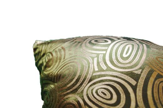 タイシルク クッションカバー  ゴールドリング デザイン グリーン 【Gold Ring Design , Green】 45×45cm 対応の商品画像04
