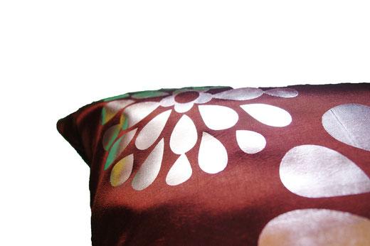 タイシルク クッションカバー  フラワー デザイン ブラウン 【Flower Design , Brown】 45×45cm 対応の商品画像04