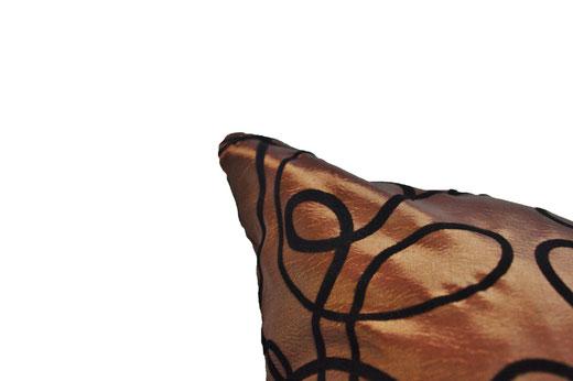 タイシルク クッションカバー  インフィニティ デザイン ブラウン 【Infinity Design , Brown】 の商品画像02