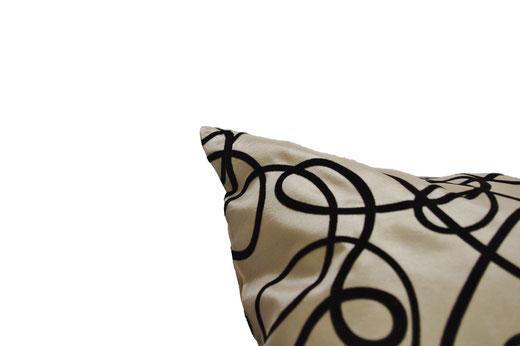 タイシルク クッションカバー  インフィニティ デザイン シャンパンゴールド 【Infinity Design , Champagne Gold】 の商品画像02
