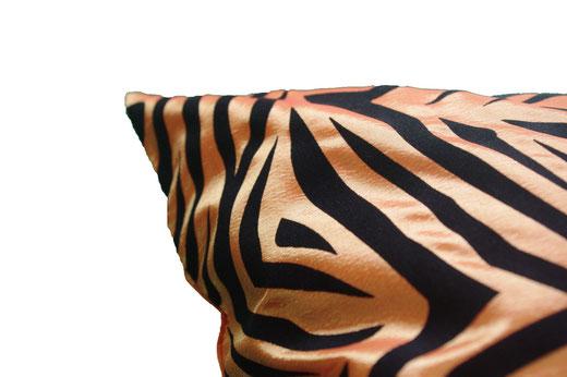 タイシルク クッションカバー  ゼブラ デザイン オレンジ 【Zebra Design , Orange】 45×45cm 対応の商品画像04