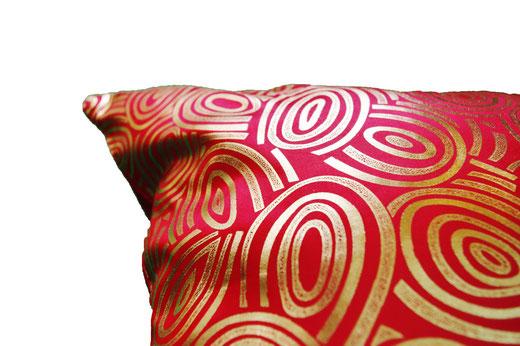 タイシルク クッションカバー  ゴールドリング デザイン レッド 【Gold Ring Design , Red】 45×45cm 対応の商品画像04
