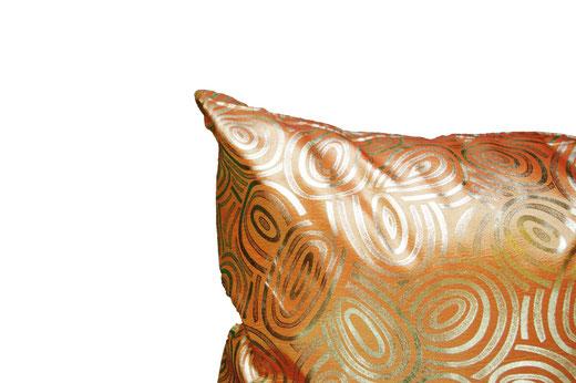 タイシルク クッションカバー  ゴールドリング デザイン オレンジ 【Gold Ring Design , Orange】 45×45cm 対応の商品画像03