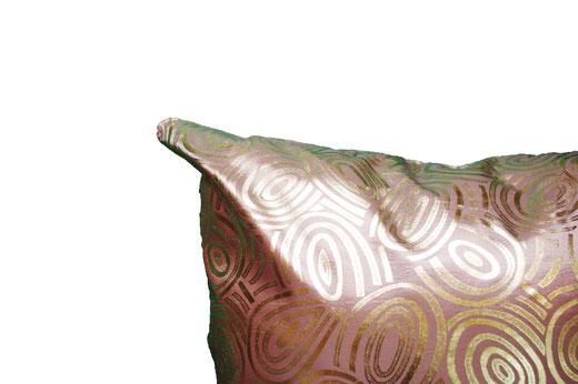 タイシルク クッションカバー  ゴールドリング デザイン シャンパンゴールド 【Gold Ring Design , Champagne Gold】 45×45cm 対応の商品写真03