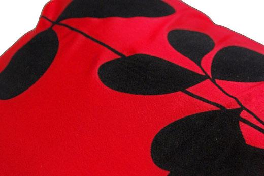 タイシルク クッションカバー  リーフ デザイン レッド 【Leaf Design , Red】 45×45cm 対応の商品写真03