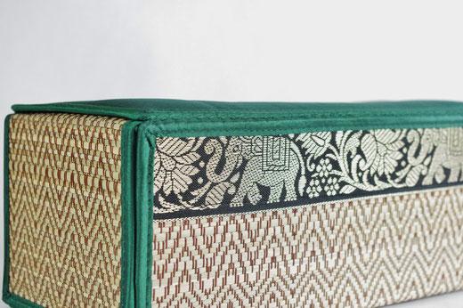 タイシルク(絹) ティッシュボックスケース エメラルドグリーン 緑色 商品写真02[タイ雑貨 アジアン雑貨 インテリア タイ旅行おみやげ]