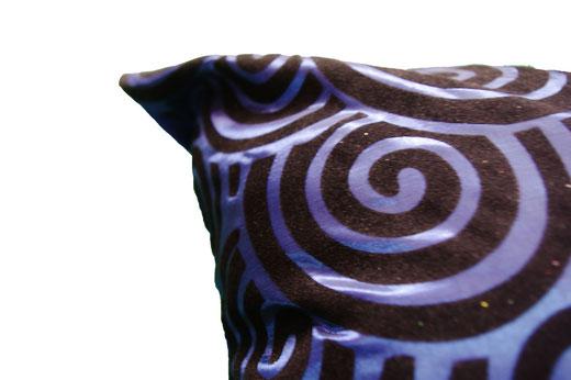 タイシルク クッションカバー  スクリューデザイン ブルー 【Screw Design , Blue】 45×45cm 対応の商品画像03