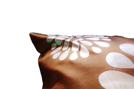 タイシルク クッションカバー  フラワー デザイン ゴールド 【Flower Design , Gold】 45×45cm 対応の商品画像04