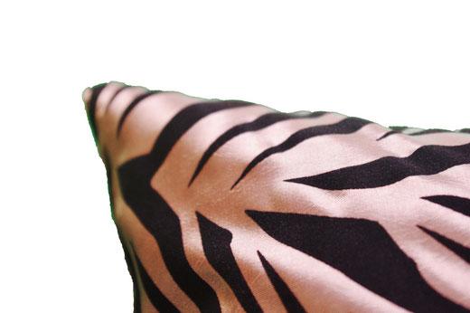 タイシルク クッションカバー  ゼブラ デザイン シャンパンゴールド 【Zebra Design , Champagne Gold】 45×45cm 対応の商品画像04