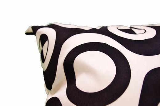 タイシルク クッションカバー  チェッカーデザイン ホワイト 【Checker Design , White】 45×45cm 対応の商品写真03