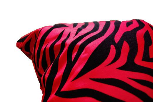 タイシルク クッションカバー  ゼブラ デザイン レッド 【Zebra Design , Red】 45×45cm 対応の商品画像04