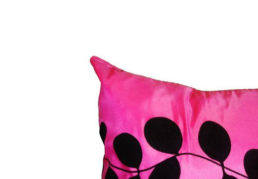 タイシルク クッションカバー  リーフ デザイン ピンク 【Leaf Design , Pink】 45×45cm 対応の商品写真03