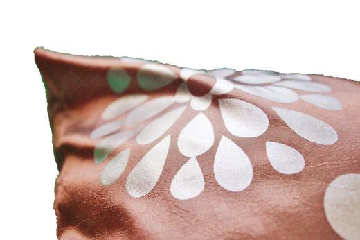 タイシルク クッションカバー  フラワー デザイン シャンパンゴールド 【Flower Design , Champagne Gold】 45×45cm 対応の商品画像04