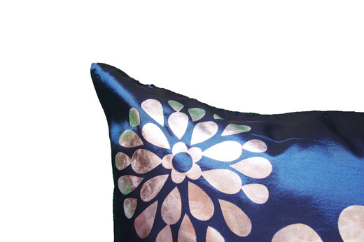 タイシルク クッションカバー  フラワー デザイン ネイビー 【Flower Design , Navy】 45×45cm 対応の商品画像03