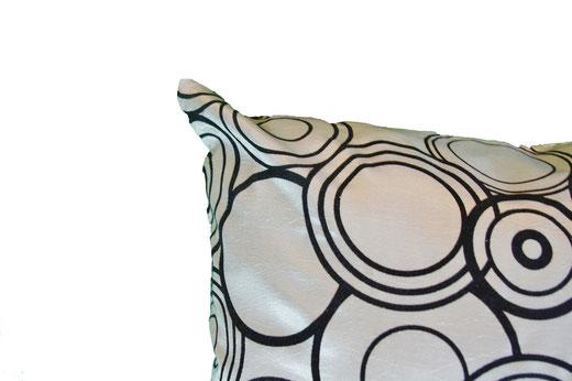 タイシルク クッションカバー  リングデザイン シルバー 【Ring Design , Silver】 45×45cm 対応の商品写真03