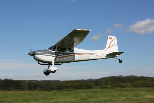 Cessna 180F - D-EDSA (Foto: Frank Herzog)