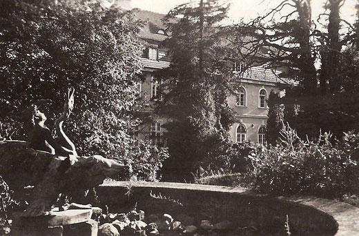 Brunnen im Park des Herrenhauses
