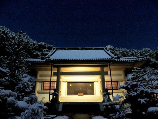 茨木大念寺 雪の本堂