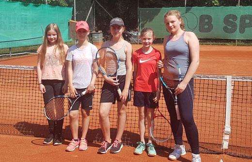 v.l.n.r. Lara Wendler, Lena Rehe, Johanna Igel, Antonia Wretschitsch und Emilia Schmidt
