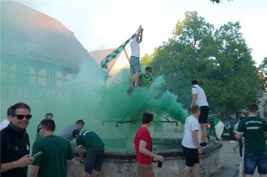 In grün und weiß feiern die Heiligenstadter ihren Aufstieg!