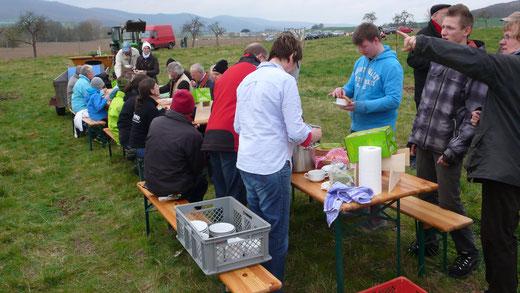 Die Kartoffelsuppe der Mosterei Ockensen kam zur rechten Zeit und tat allen Aktiven gut.