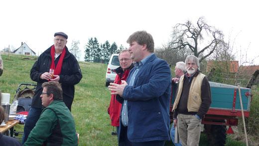 Landrat Tjark Bartels hob die Bedeutung des Naturschutzes im Landkreis hervor und dankte allen Beteiligten für ihr Engagement. Alle FOTOS: NABU/Blötz
