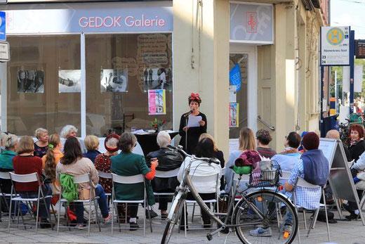 Adriana Carcu   Lesung an der Straßenecke