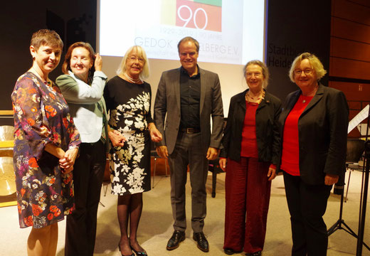 von links: Dr. Liliana Geiss, Dr. Ursula Toyka-Fuong, Dorothea Paschen , Prof. Dr. Eckhart Würzner, Dr. Christa Hartnig-Kümmel, Theresia Bauer