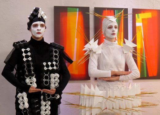 100 Jahre Bauhaus - Kostüme Juliana Jaramillo, Projekt von Ulrike Widmann,  GEDOK Galerie, GEDOK Heidelberg