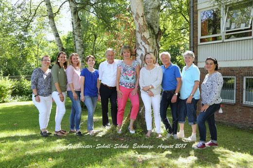 Von links nach rechts: Frau Exner (Förderschullehrerin), Diana Wolff (Sekretärin), Inna Schmunk (LiV), Anja Wagner, Karl-Heinz Werner (Schulleiter), Cornelia Heinemann, Anette Kaulfuß, Gerd Mäder, Marion Tappe, Cinzia Lenarduzzi