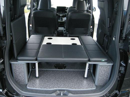 新型ヴォクシー、ノア、エスクワイアのミニバン用車中泊内装カスタマイズアイテムは、ディーラーインカスタムショップのトランポキットOSPへ
