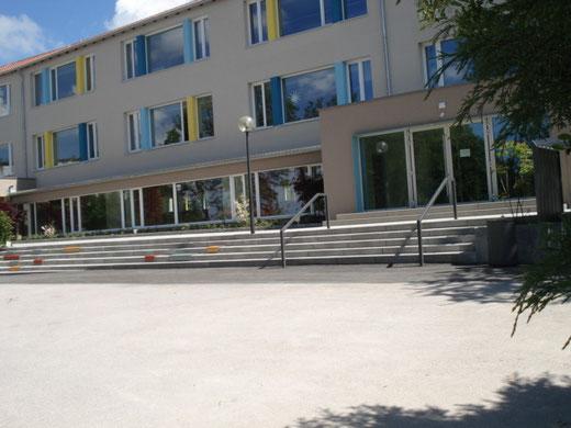 Unser neu gestalteter Pausenhof für die Grundschüler