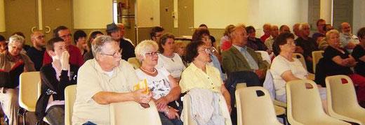 L'assemblée générale a écouté des rapports encourageants sur l'activité de la troupe.