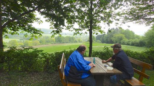 Die Grillhütte Odersbach lädt zum Rasten ein.