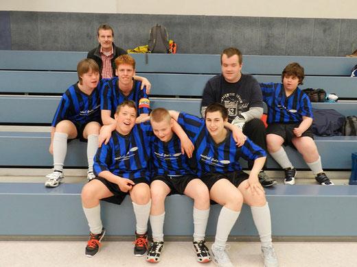 Die Mannschaft der Wartbergschule 2014 mit ihrem Trainer Herr Schneider.