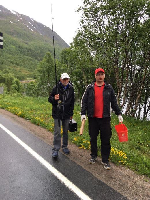 Udo und Hubert kommen vom Angeln...