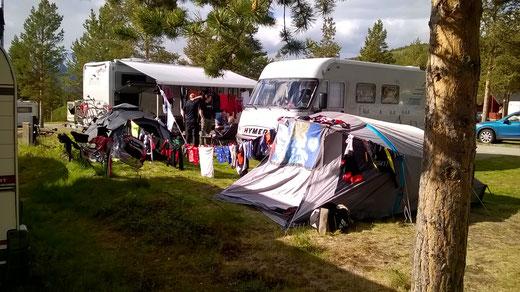 endlich Sonne nach vielen Regentagen  -> Chaos-Camping