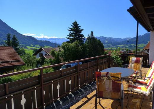 Aussicht vom Balkon im Sommer