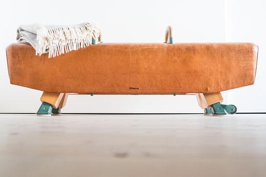 Sitzbank aus Pauschnpferd gefertigt. Turnpferd mal anders.