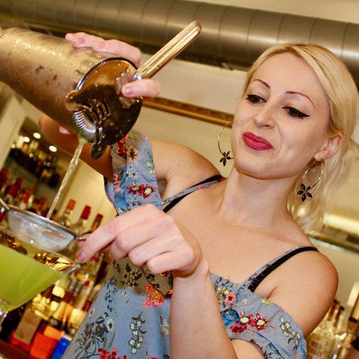 Cocktail mixen Barfachschule Zürich