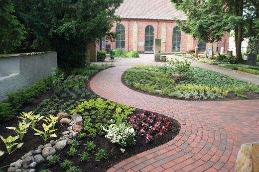 Der Memoriam-Garten ist gerade fertig gestellt (Bild: Uwe Stapelmann)