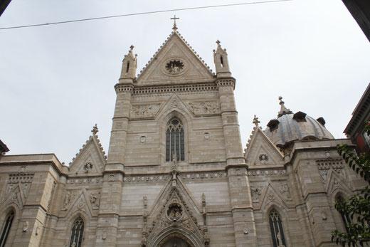 Die Kathedrale von San Gennaro am Rande der Altstadt von Neapel