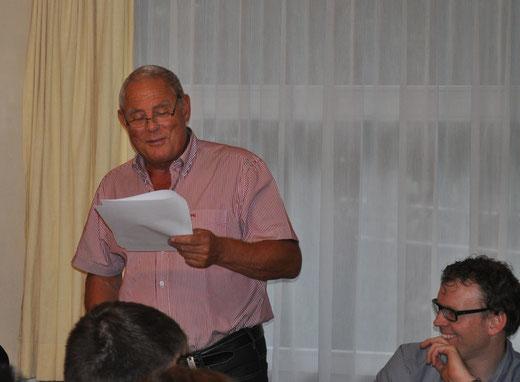 Simon Margot freute sich an der Hauptversammlung der Handballgruppe Bödeli über die gesunden Finanzen und die gute Zusammenarbeit im Vorstand. Foto: HGB, Nathalie Günter