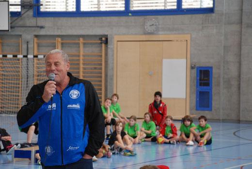 HGB-Präsident Simon Margot erinnert sich an seine eigene Zeit als aktiver Handballer. Foto: Rafael Borter, HG Bödeli
