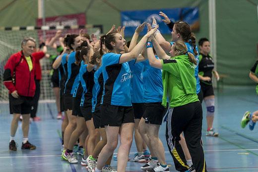 Vorhaben umgesetzt: Die HGB-Damen konnten im vierten Spiel den zweiten Sieg feiern. Archivbild: Ueli von Allmen
