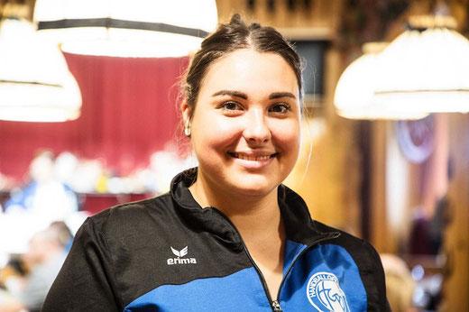 Isabelle Rauchwerger hat das Lotto gemeinsam mit Nando von Allmen organisiert. (Foto: Sarah Neuhaus, Jungfrau Zeitung)