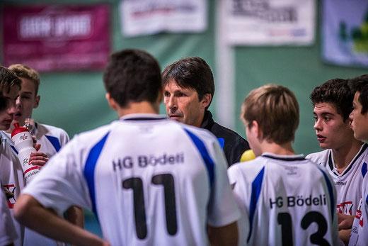 Trainer Misch Martinez (Mitte) konnte gegen die SG Seeland nicht auf den Vollbestand seines Teams zurückgreifen. Archivfoto: Ueli von Allmen