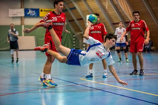 Die HGB-U17 musste im Spiel gegen die SG Seeland auf Nicholas Bischoff, hier im Spiel gegen die SG Future-Länggasse Bern, verzichten. Archivfoto: Ueli von Allmen
