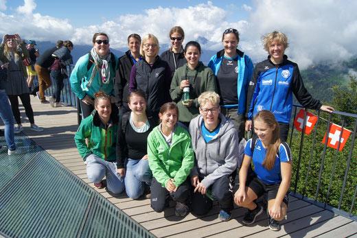Am Sonntagmorgen gings für die HGB-Damen zu Fuss auf den Interlakner Hausberg, den Harder. Foto: HG Bödeli
